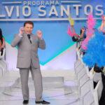 """Sílvio Santos retorna aos estúdios do SBT após quase 2 anos e diz ;""""Sem choradeira, tô vivo!"""""""
